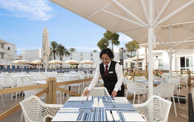 Het terras van Hotel AluaSun Continental Park Mallorca