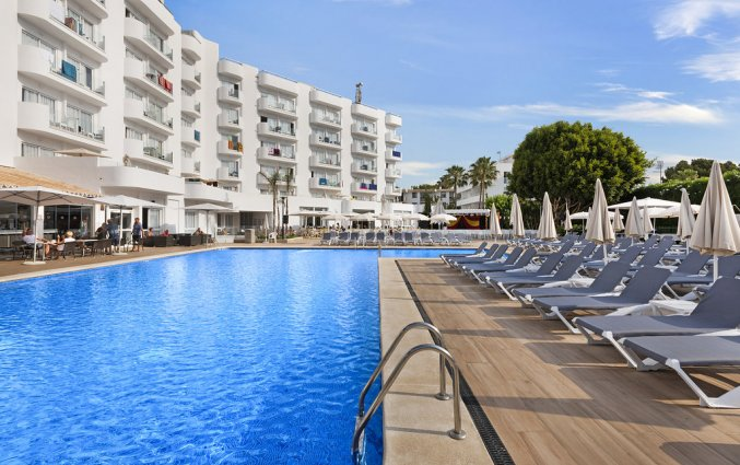 Het zwembad van Hotel AluaSun Continental Park Mallorca