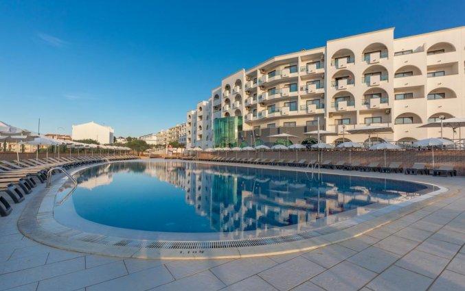 Het buitenzwembad van Aparthotel Luna Solaqua Algarve