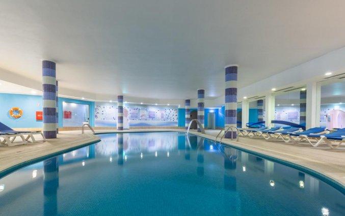 Het binnenzwembad van Aparthotel Luna Solaqua Algarve