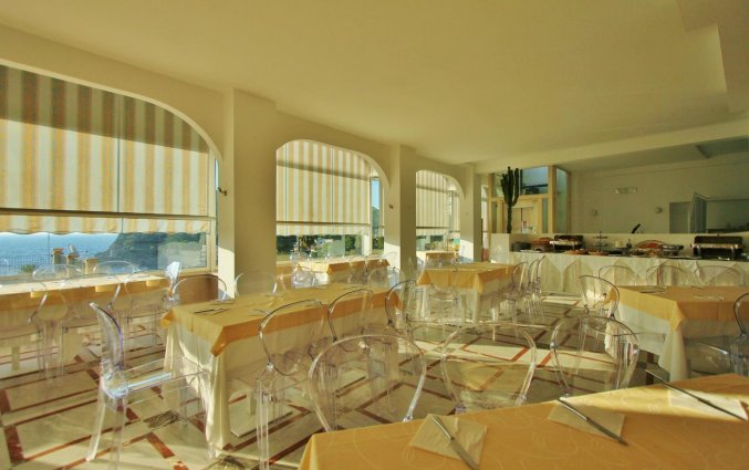 Terras van Hotel Baia Azzurra op Sicilie