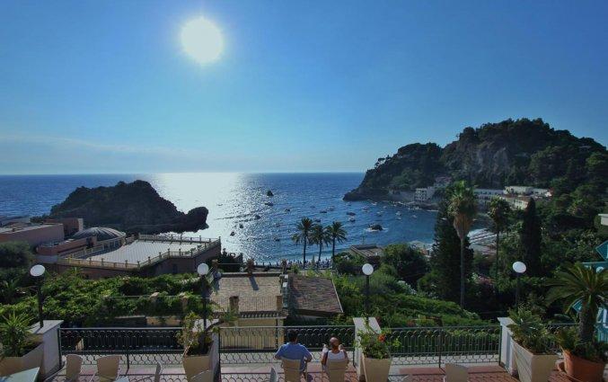 Uitzicht vanuit Hotel Baia Azzurra op Sicilie