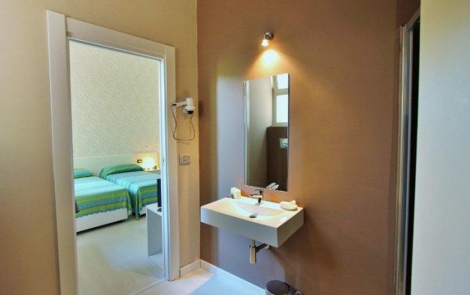Tweepersoonskamer met badkamer van Hotel Baia Azzurra op Sicilie