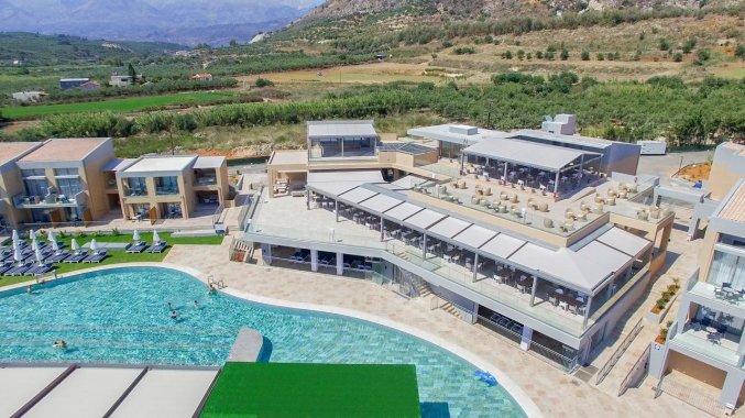 Buitenzwembad met uitzicht van Hotel Kiani Beach Resort op Kreta