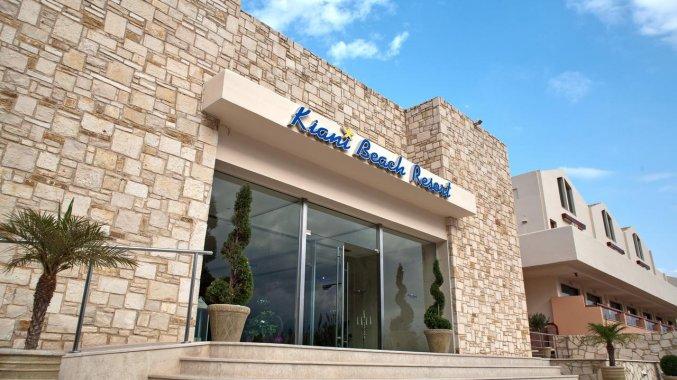 Ingang van Hotel Kiani Beach Resort op Kreta