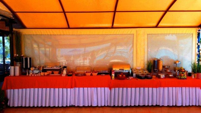 Buffet in het restaurant van Zorbas Hotel Beach Village op Kreta