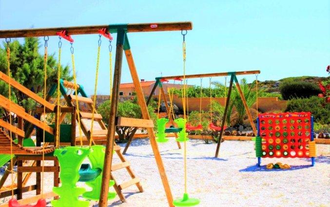 Schommels bij Zorbas Hotel Beach Village op Kreta