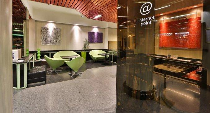Ontbijtzaal van hotel Astoria in Milaan