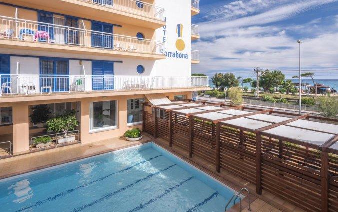 Buitenzwembad van Hotel Sorrabona aan de Costa Brava