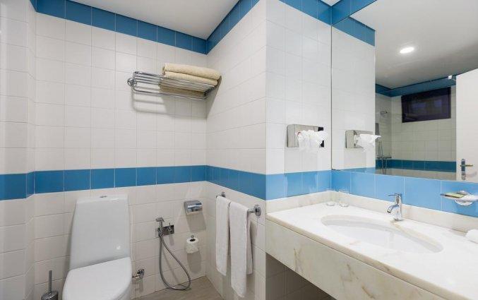Badkamer van studios of suites in Hotel Terrace Mar Suite op Madeira