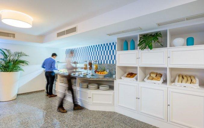 Ontbijtruimte met buffet van Hotel Terrace Mar Suite op Madeira