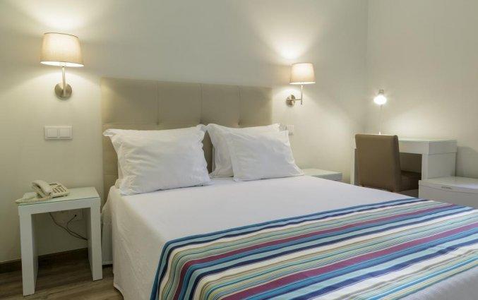 Kamer met een tweepersoonsbed van hotel Domus in Porto