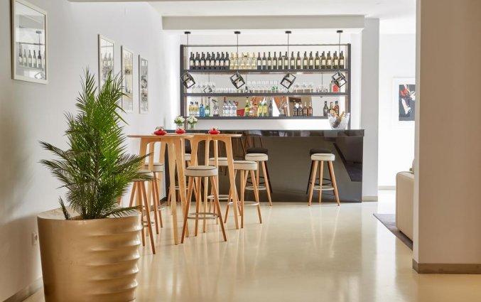 Bar en zitplaatsen in hotel Domus in Porto