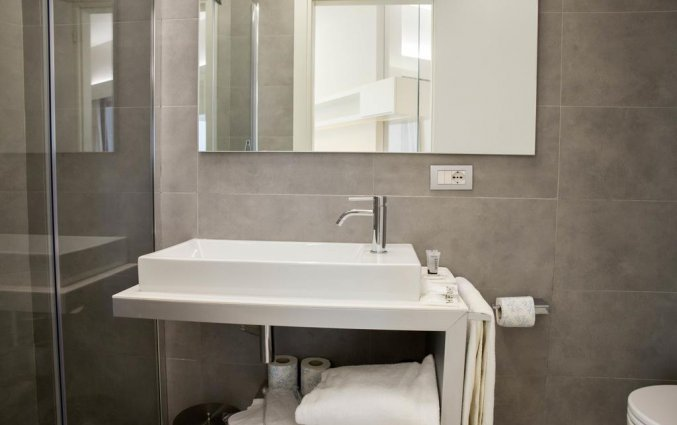 Badkamer van een tweepersoonskamer van Aparthotel lungoteversuite in Rome