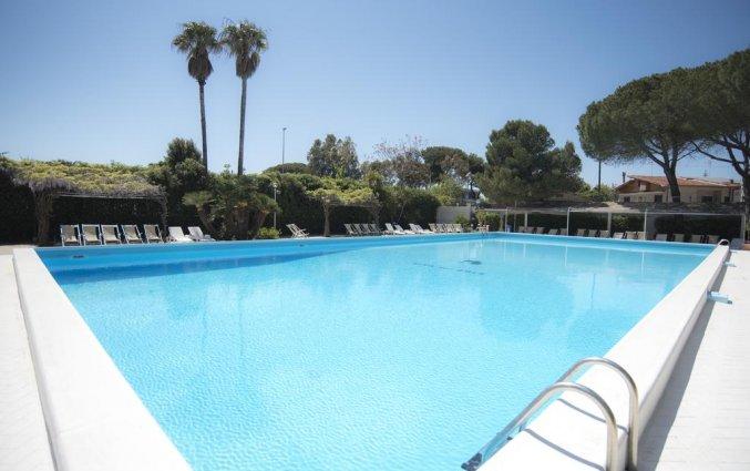 Buitenzwembad van Hotel Riva Del Sole in Puglia