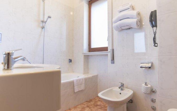Badkamer van een tweepersoonskamer van Hotel Riva Del Sole in Puglia