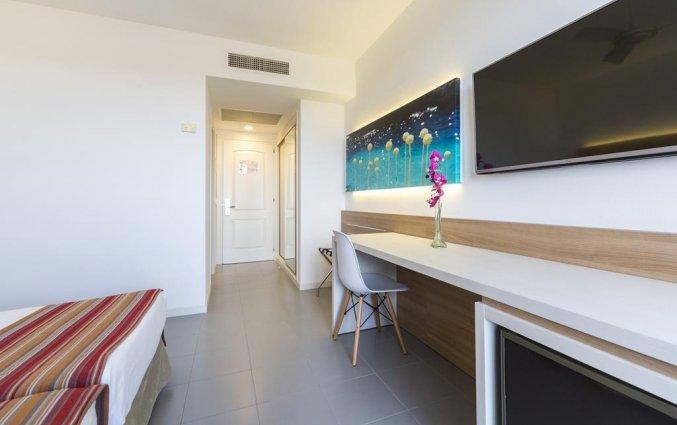 Tweepersoonskamer van Hotel Globales Mediterrani op Menorca