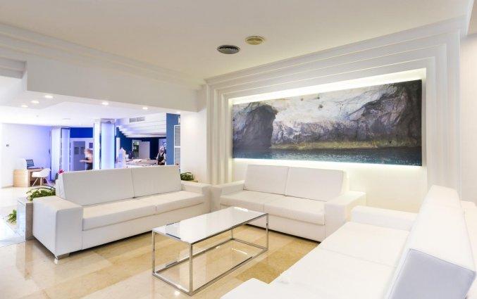 Receptie van Hotel Globales Mediterrani op Menorca