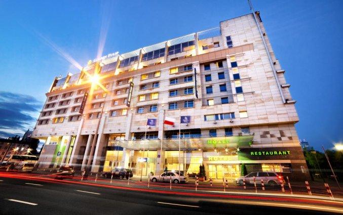 Vooraanzicht van Hotel Golden Tulip Warsaw Centre