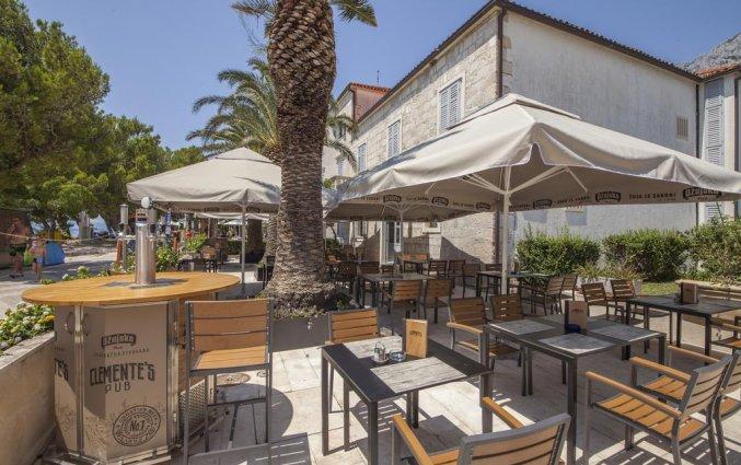 Terras van Hotel Bluesun Alga in Dalmatië