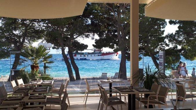 Terras met uitzicht van Hotel Bluesun Alga in Dalmatië