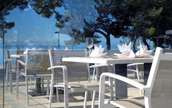 Terras van het restaurant van Hotel Bluesun Alga in Dalmatië