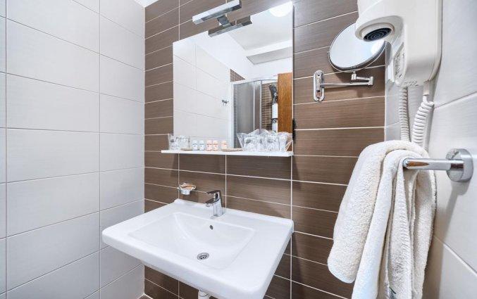 Badkamer van een tweepersoonskamer van Hotel Panorama in Dalmatie