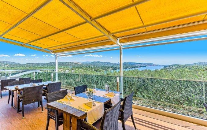 Terras van Hotel Panorama in Dalmatie
