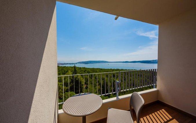 Balkon van een tweepersoonskamer van Hotel Medena in Dalmatië