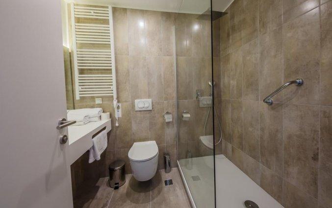 Badkamer van een tweepersoonskamer van Hotel Medena in Dalmatië