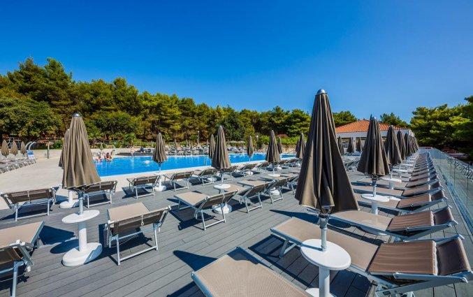 Buitenzwembad van Hotel Medena in Dalmatië