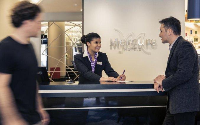 Receptie van Hotel Mercure Edinburgh Haymarket in Edinburgh