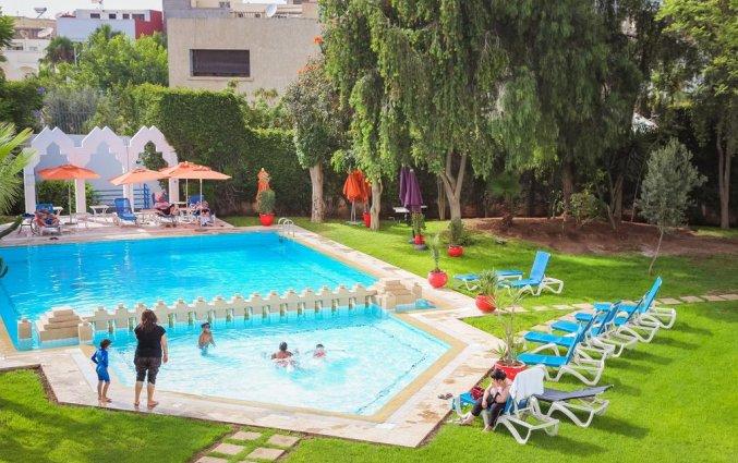 Buitenzwembad en terras van Hotel Senator Agadir