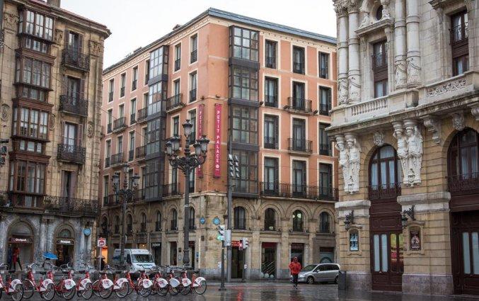 Gebouw van Hotel Petit Palace Arana in Bilbao