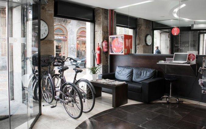 Entree van Hotel Petit Palace Arana in Bilbao