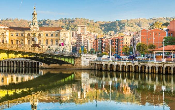 Bilbao - Rivier met uitzicht op kerk