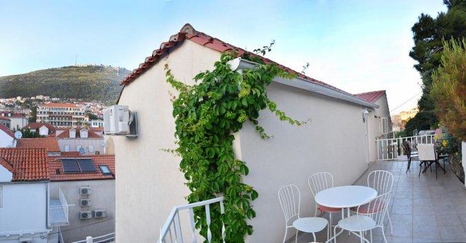 Buitenzijde en terras van Apartementen Mia in Dubrovnik