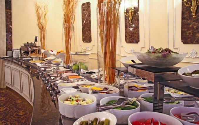Ontbijtbuffet van Hotel Golden Ring in Moskou
