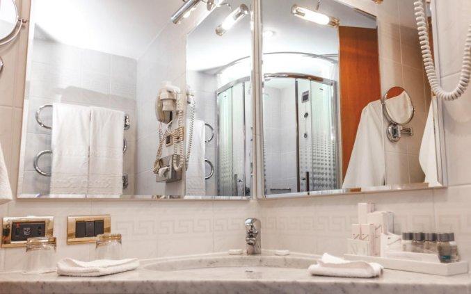 Badkamer in een kamer van Hotel Golden Ring in Moskou