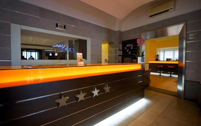 Receptie van hotel Best Western Crystal Palace