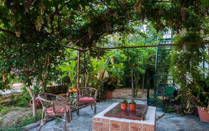 Zitgedeelte buiten van Hotel Zante Nest op Zakynthos