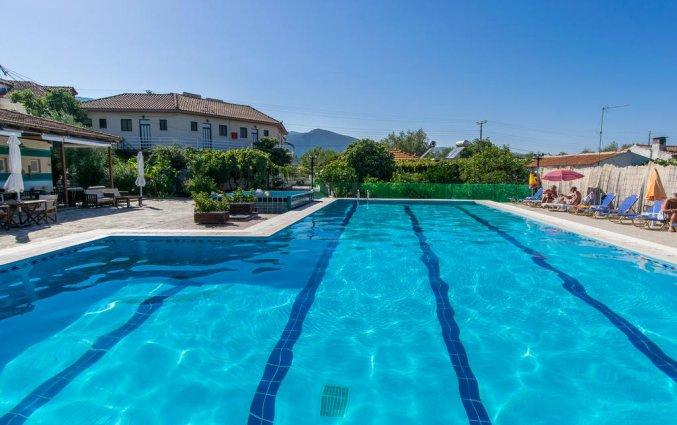 Buitenzwembad van Hotel Zante Nest op Zakynthos