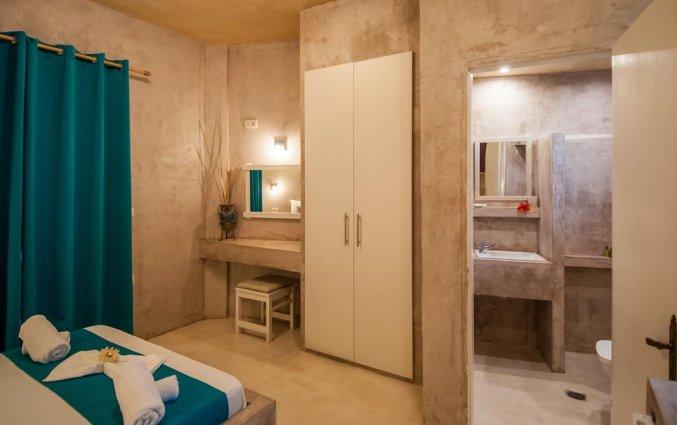 Zitgedeelte en kast in Hotel Zante Nest op Zakynthos