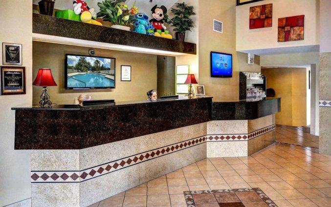 Receptie van Destiny Palms hotel