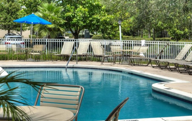 Zwembad van Destiny Palms hotel