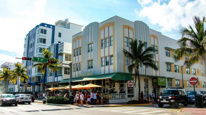 Vooraanzicht van hotel Majestic South Beach