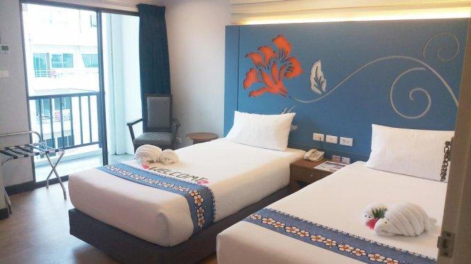 Tweepersoonskamer met 2 aparte bedden van DAYS INN PATONG BEACH
