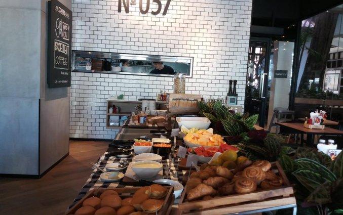 Ontbijtbuffet met broden van DAYS INN PATONG BEACH op Phuket