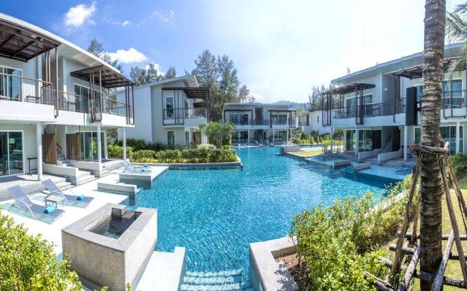 Zwembad van Resort The Waters Khao Lak