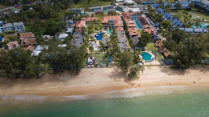 Bovenaanzicht van Resort The Briza Beach Khao lak